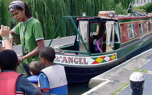 Children learning how to use the canal lock in London