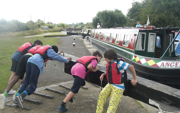 Children helping with the lock for the canal boat