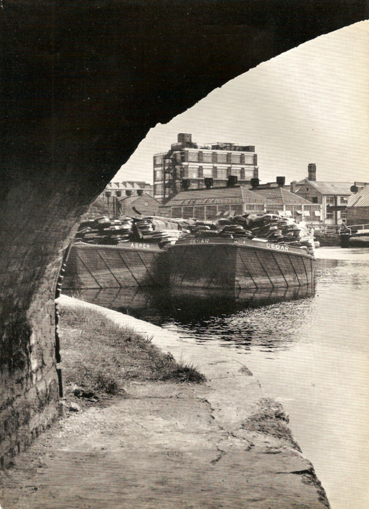 Looking towards City Road Lock