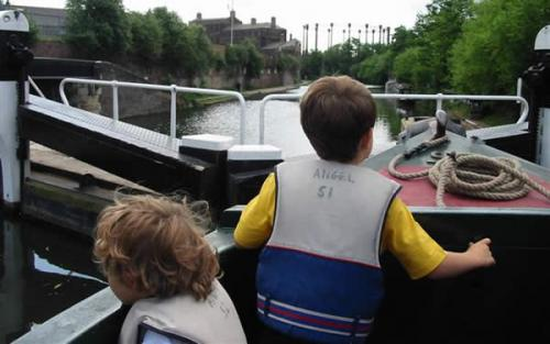 canal-boat-trips-london-007